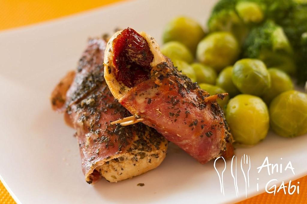 Filet z kurczaka zapiekany z fetą i suszonymi pomidorami